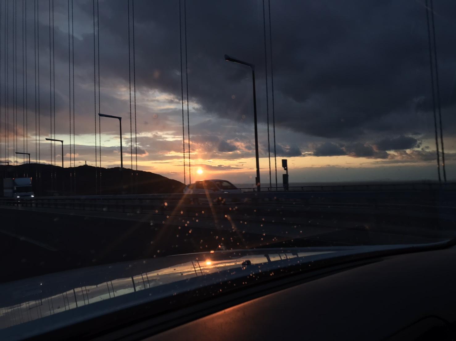 瀬戸大橋で淡路島に来る前に見えた夕日