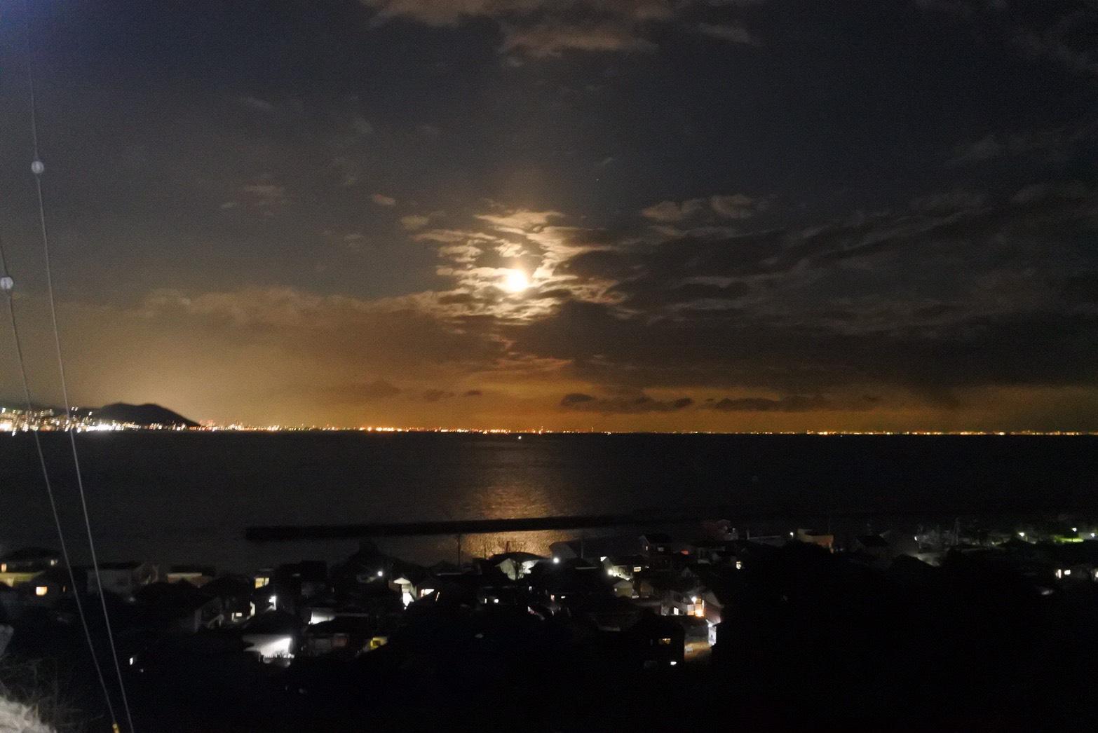 淡路島で見た満月。一生忘れられない思い出になりました
