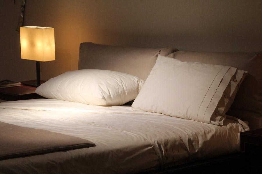 部屋の照明を間接照明にする画像