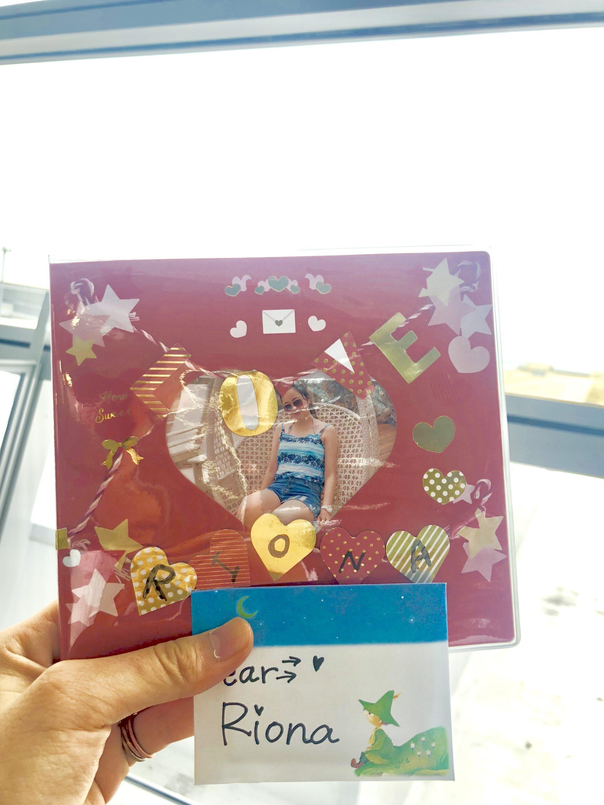 日本を出るときに友達からもらったアルバム