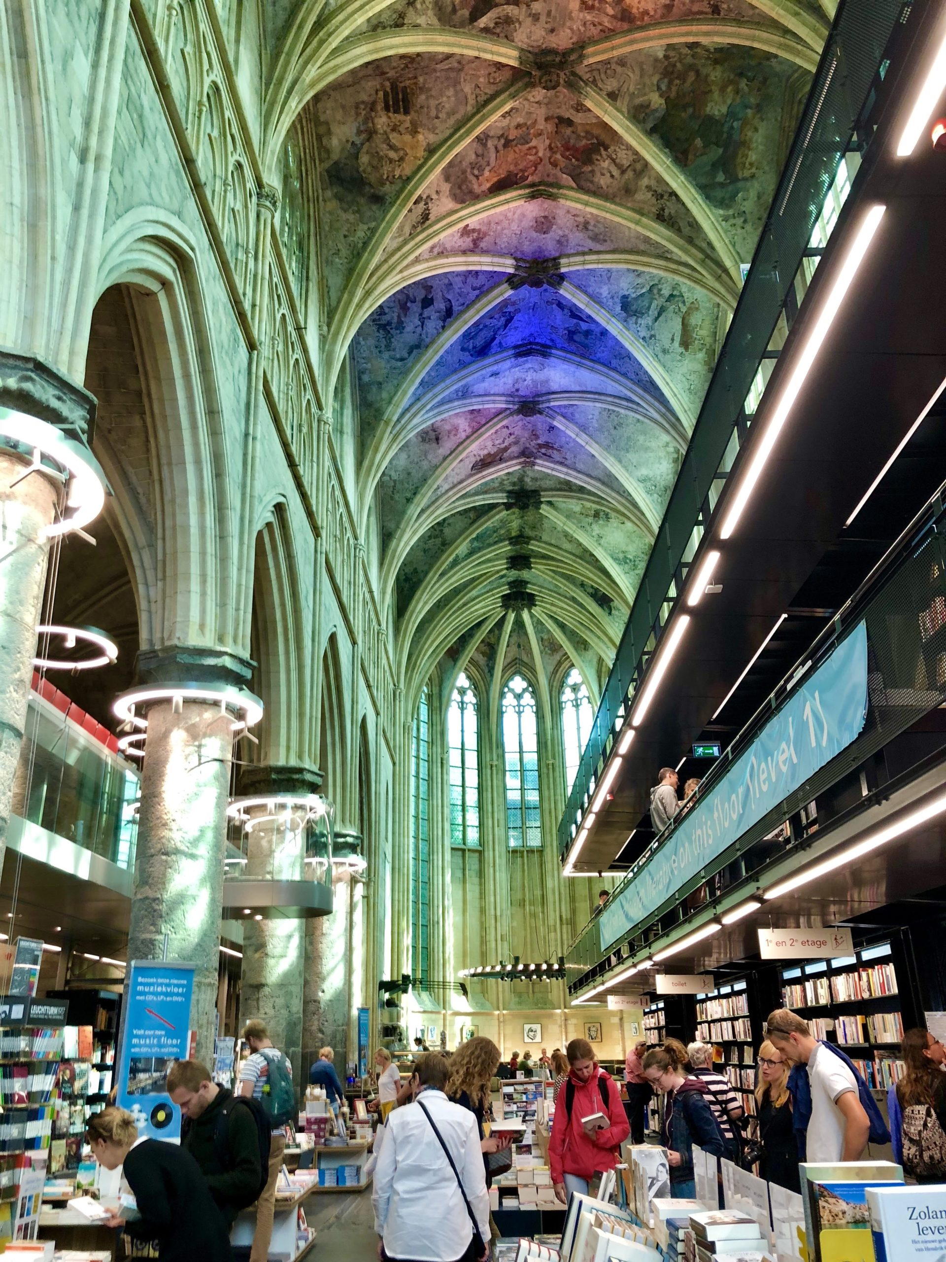 オランダマーストリヒト世界一美しい本屋さん教会