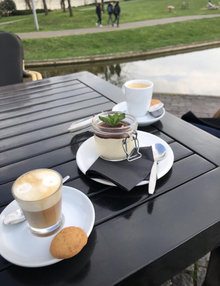 オランダマーストリヒトオススメカフェZUYDCAFEコーヒーとクッキー
