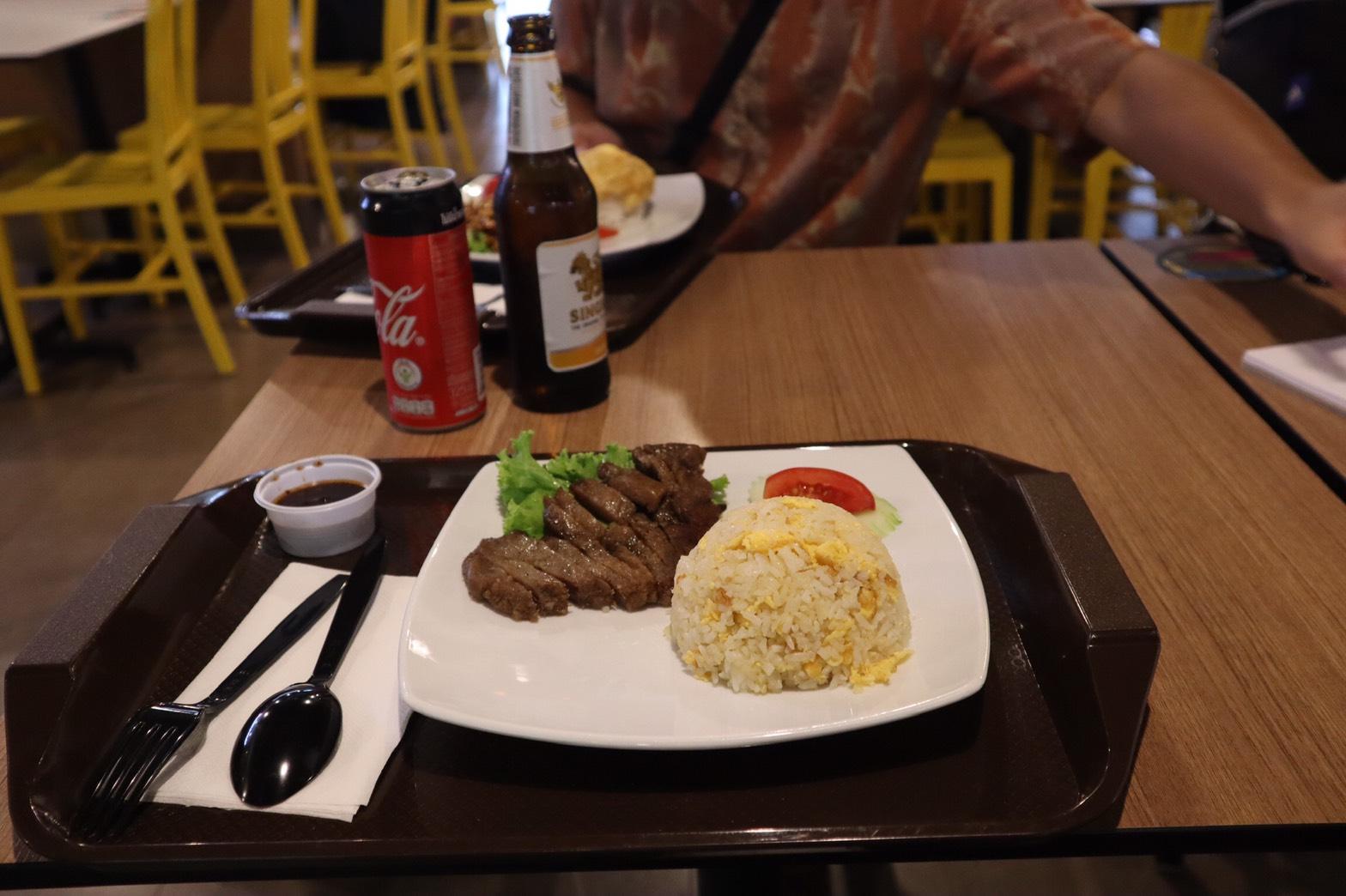 バンコクの空港で食べた朝ごはん